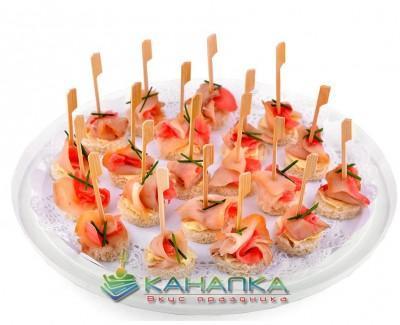 Kanape-set-s-maslyanoi-ryboi- marinovannym-imbirem
