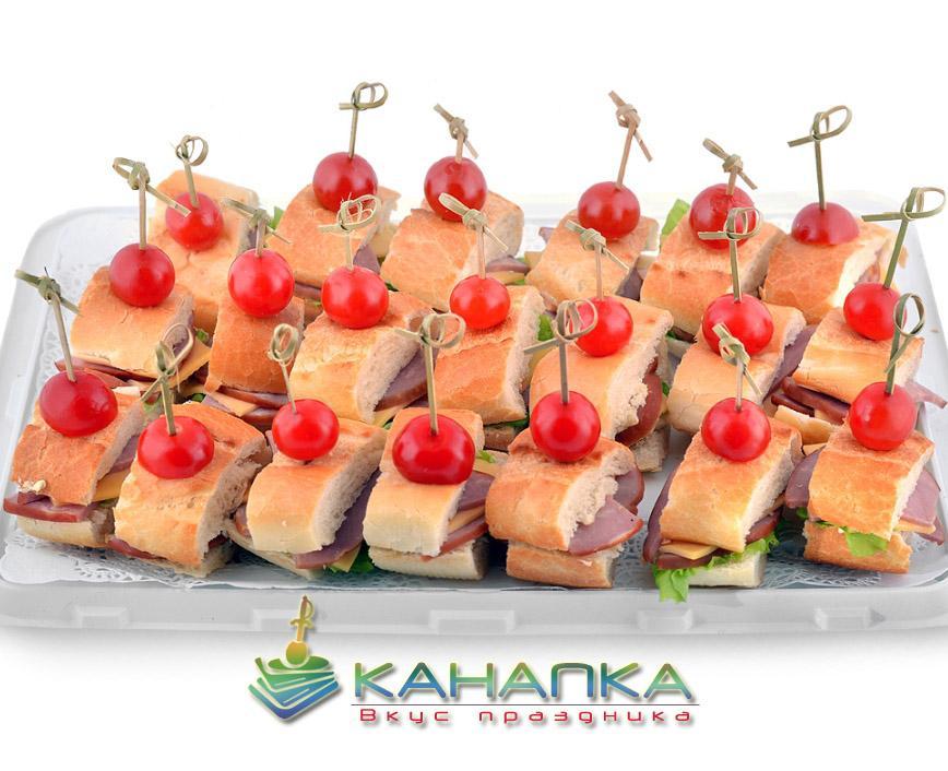 Канапе сэт «Французский багет с ветчиной, сыром и салатом» — 20 шт.