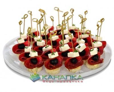 Kanape-set-Salyami-s-syrom-feta-i-maslinami
