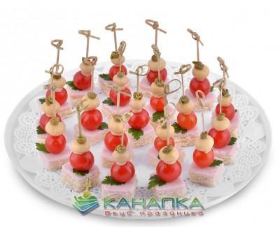 Kanape-set-Vetchina-na-toste-s-kapersami-cherri-i-gribochkom