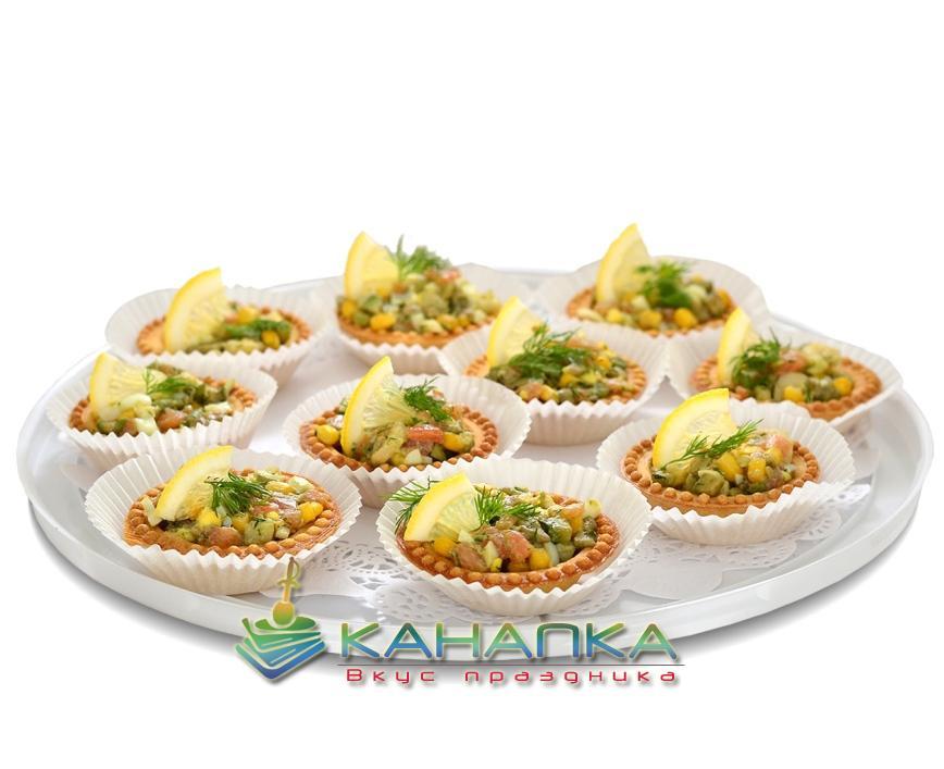 Тарталетка с салатом из лосося и авокадо — 10 шт.