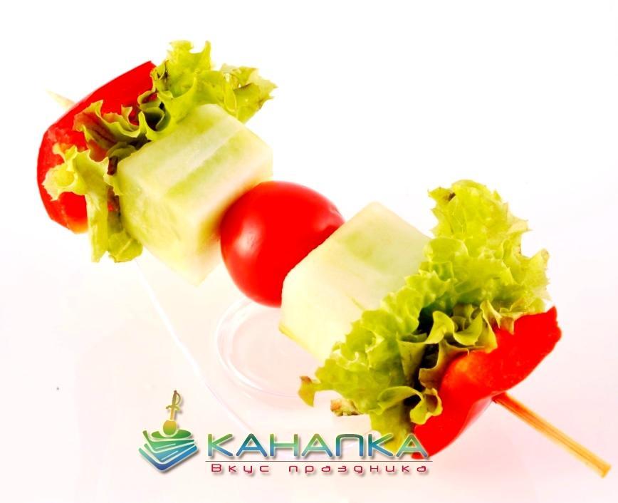Свежие овощи на шпажке