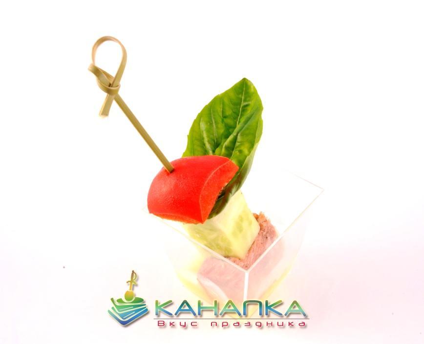 Буженина на шпажке с овощами