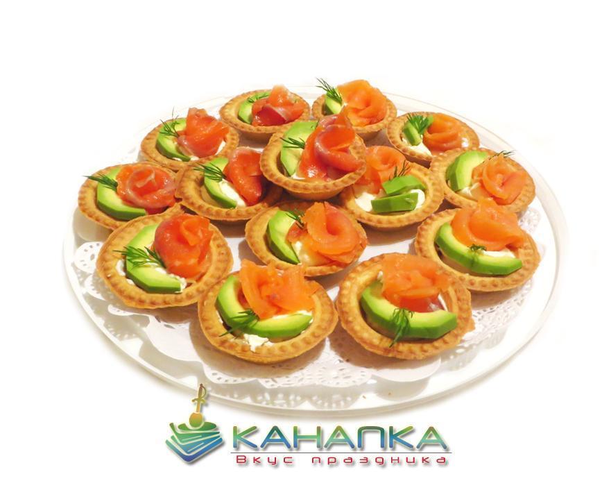 Тарталетки с лососем и авокадо — 15 шт.